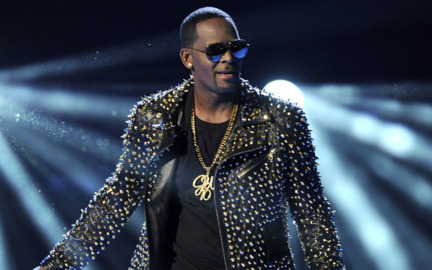 Chicago prosecutors charge R. Kelly with abusing 4 victims