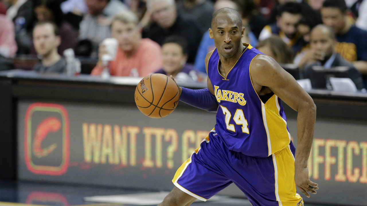 Kobe helicopter tried to climb to avoid clouds before crash