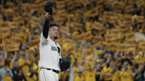 Fans rise to their feet as 'King' Felix Hernandez makes final Mariners appearance