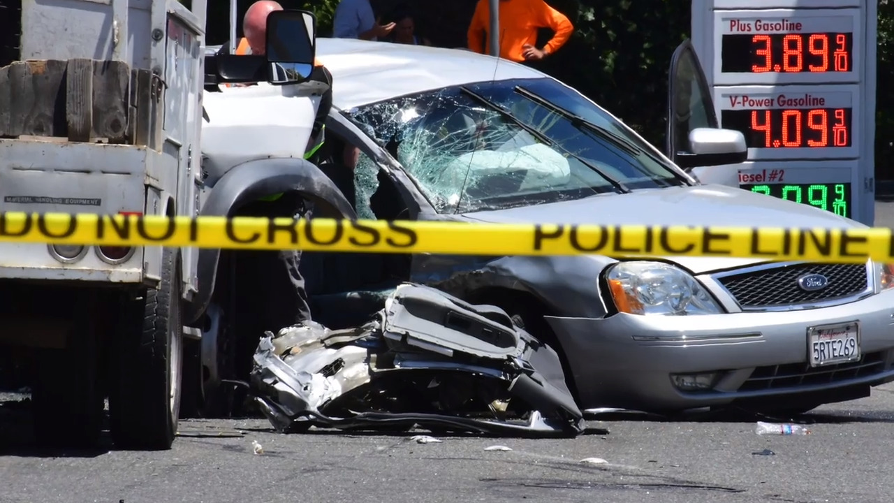 Fair Oaks Boulevard crash: 1 dead, eastbound lanes closed | The