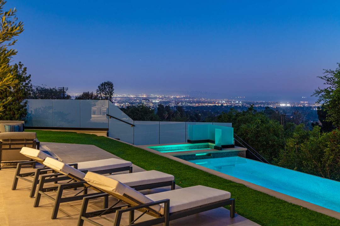 Lakers co-owner lists California mansion. One perk? LeBron James lives nearby