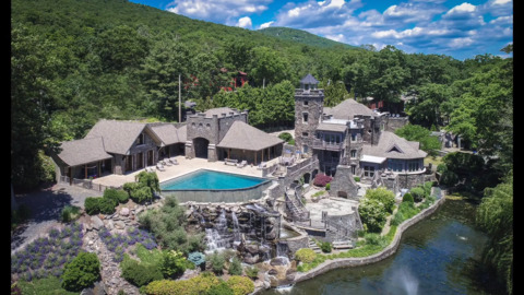 Walk into this $14.75 million castle owned by Derek Jeter that is up for sale