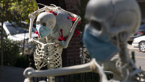 How these East Sac Halloween displays are different this year + trick-or-treating plans