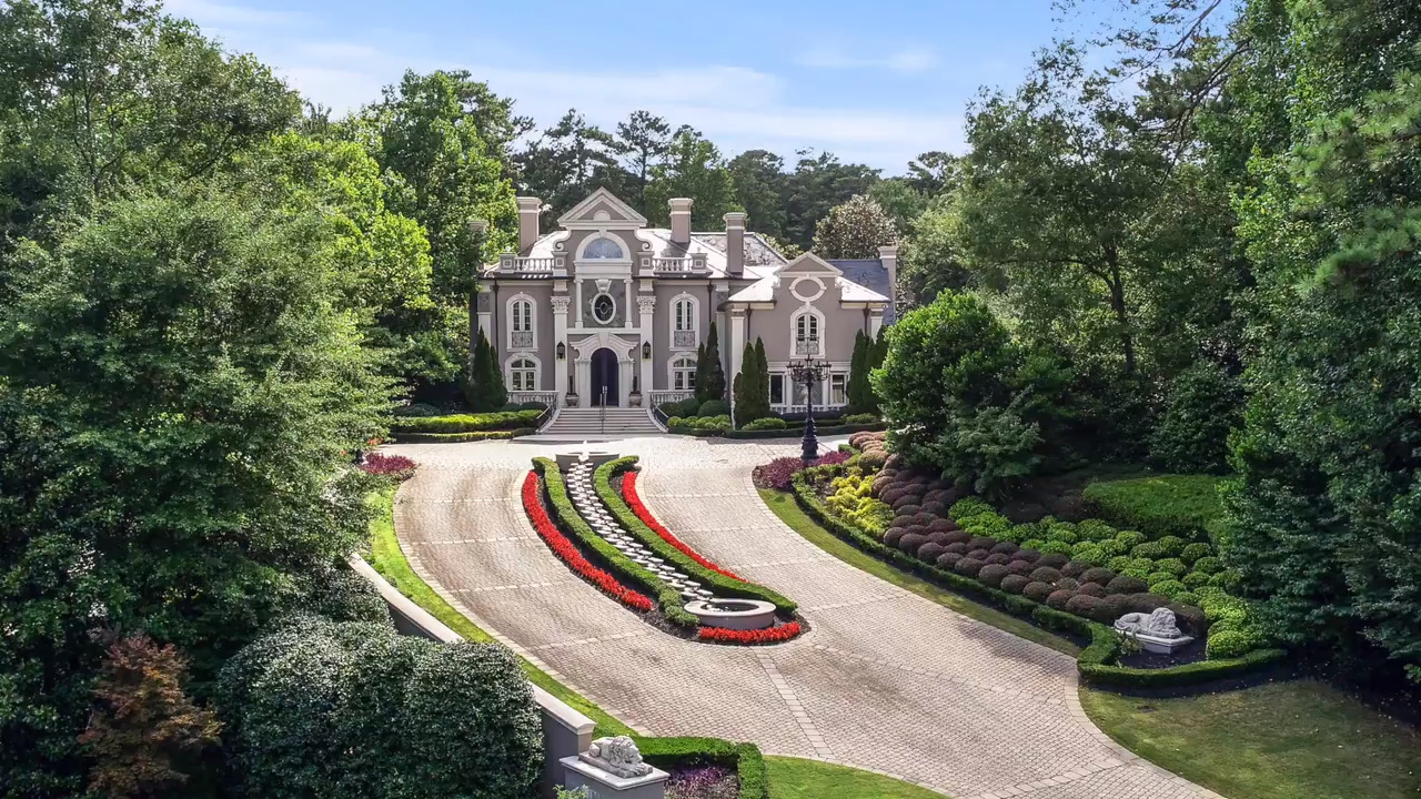 Inside over-the-top southern mansion where music legend Kenny Rogers lived
