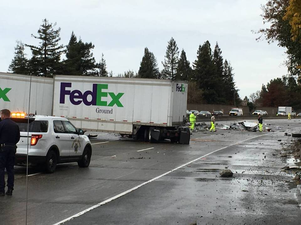 One dead in FedEx truck crash on I-5 | The Sacramento Bee