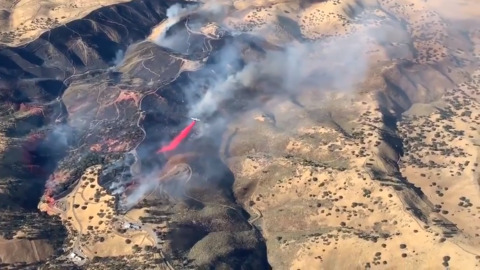 Amazing look from above at firebombing plane plying its craft in Cal Fire training