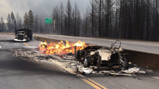 See the flames dwarf cars in I-5, trees as Delta Fire rages in Shasta County