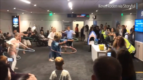 Watch Southwest Airlines hold hula hoop contest for passengers waiting at LAX