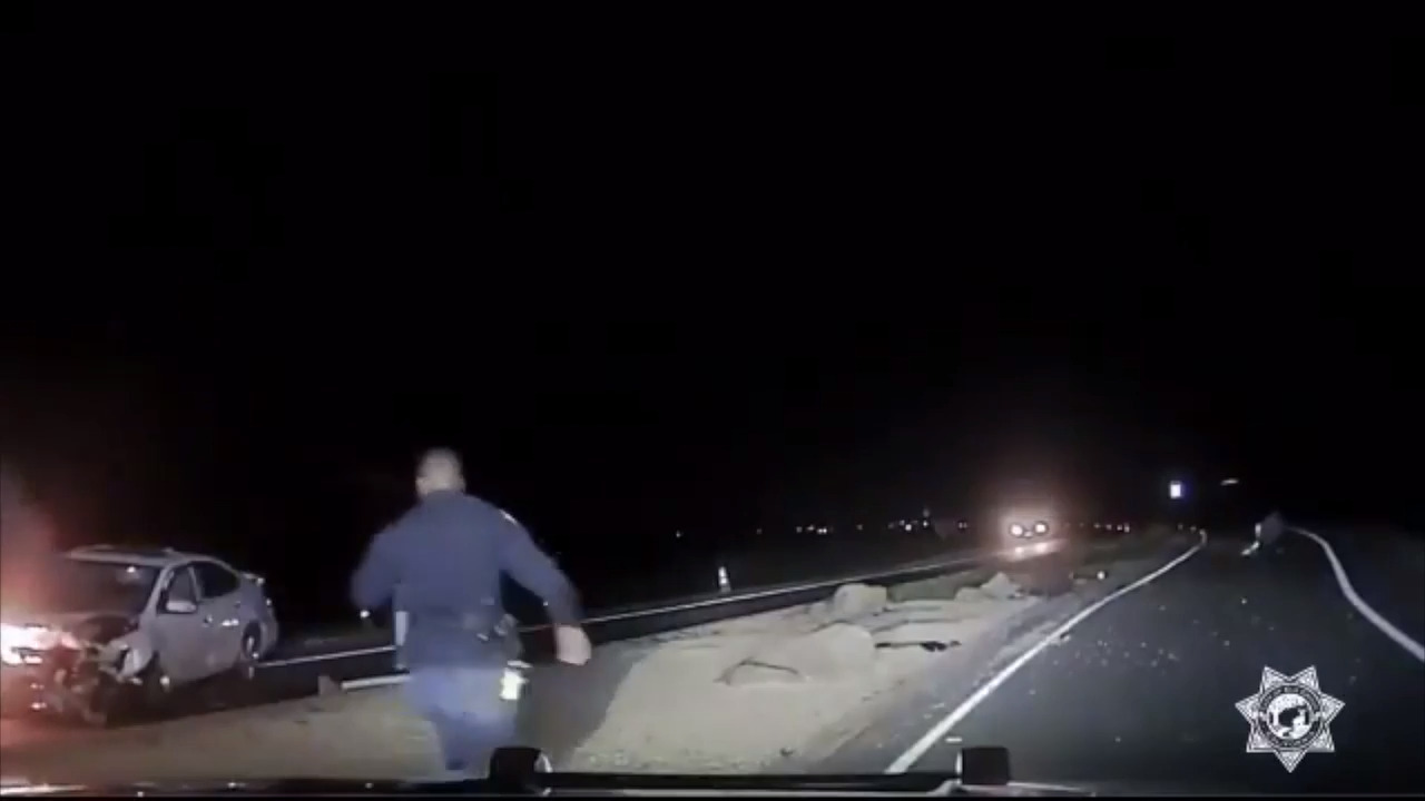 Elk Grove officer rescues man trapped in burning car, bodycam video shows