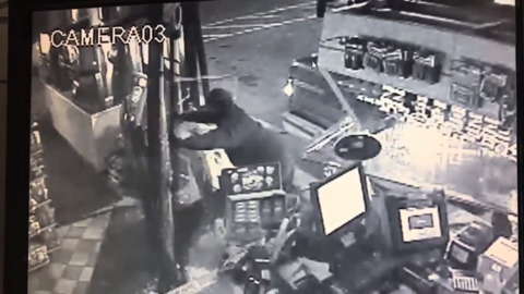 Watch thieves smash truck into Rancho Cordova gas station, drag away ATM in frantic dash