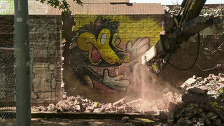 Watch workers demolish murals covering old parking structure in 1 minute