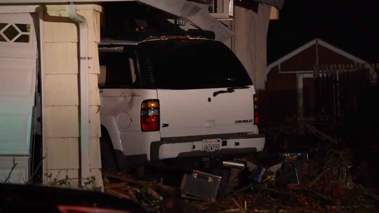Man arrested on suspicion of DUI after crashing into South Land Park home, police say