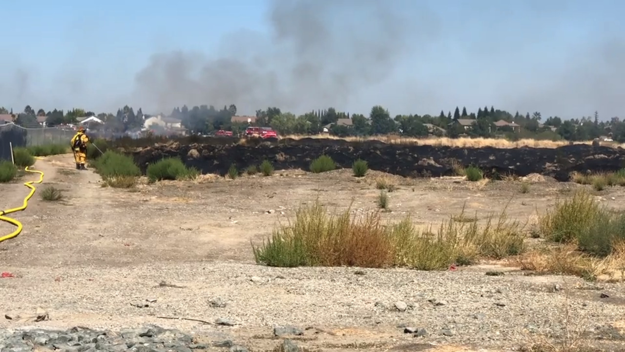 3-acre grass fire contained behind Inderkum High School in north Natomas