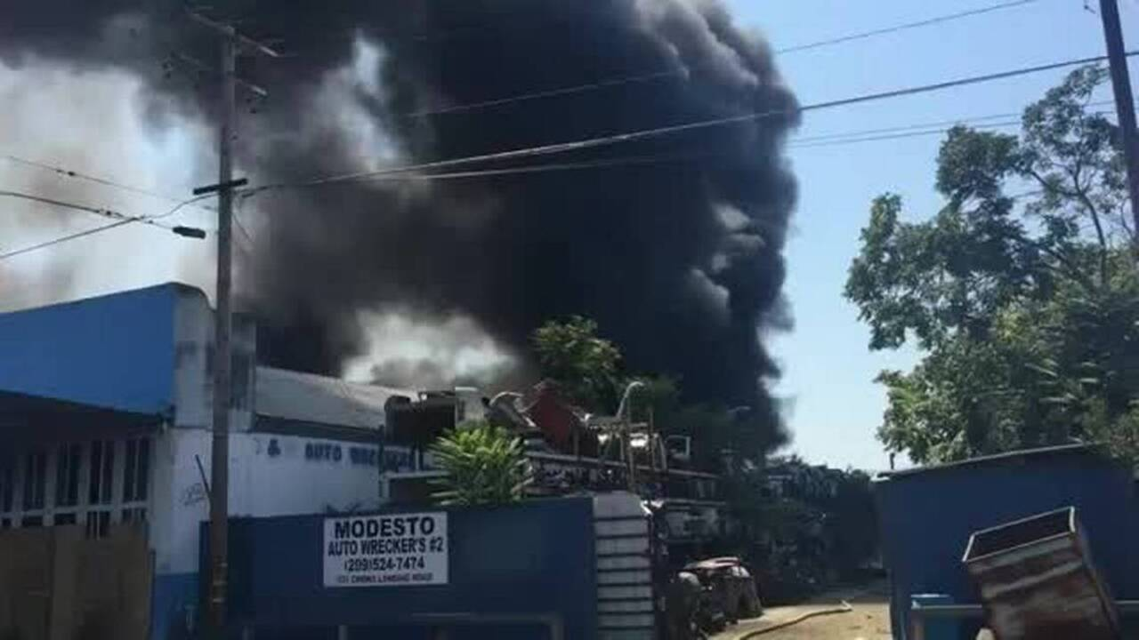 Modesto Auto Wreckers >> Take A Look At The Wrecking Yard Fire Blazing In Modesto