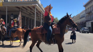 Watch Pony Express riders depart Sacramento, just like old times