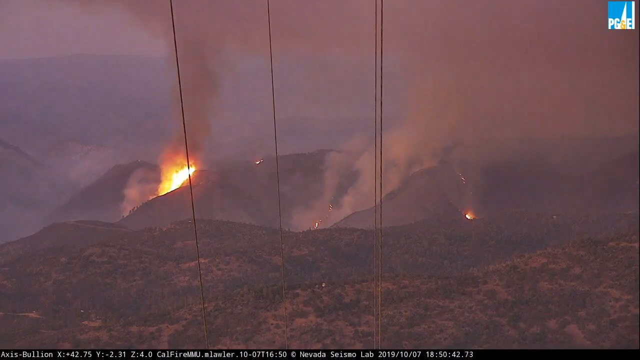 Fire burning near Yosemite park should be contained soon. Major highway remains closed