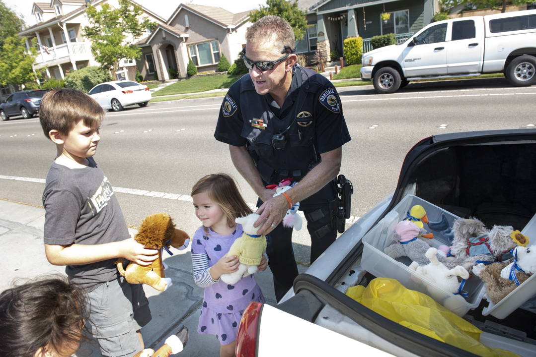 Oakdale CA officer excels at community policing | Modesto Bee