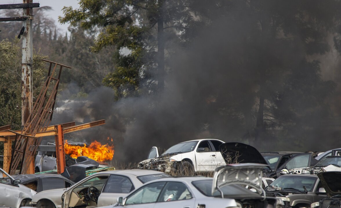 Modesto Auto Wreckers >> Fire Burns About A Dozen Cars At South Modesto Wrecking Yard
