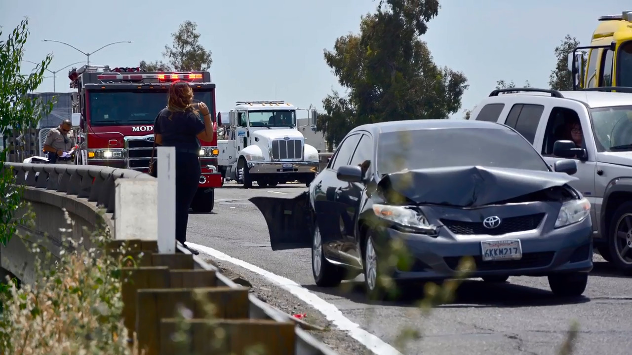 Multi-car chain reaction accident snarls traffic on Highway