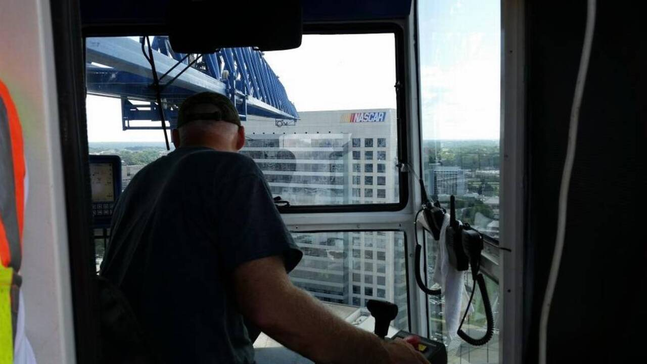 Working Atop A Tower Crane 264 Feet Up No Bathroom And Watch Out For Storms Miami Herald