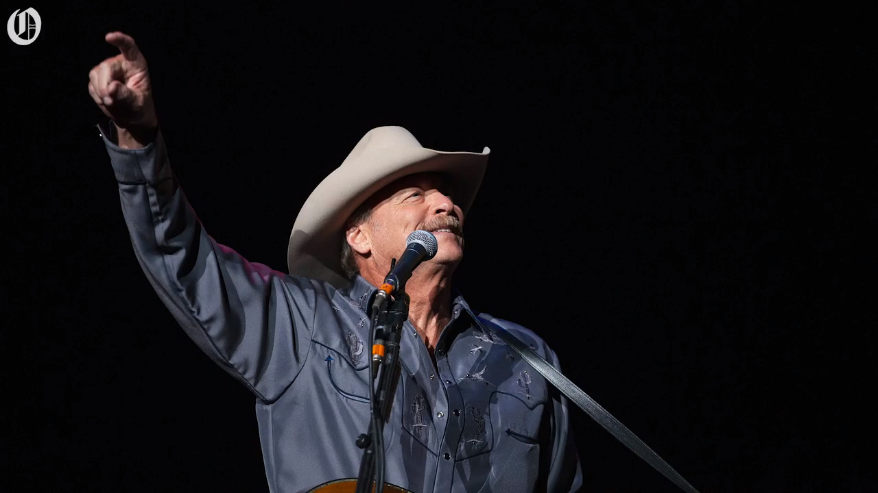 Concert review: His voice and hits are timeless. But is Alan Jackson showing his age?