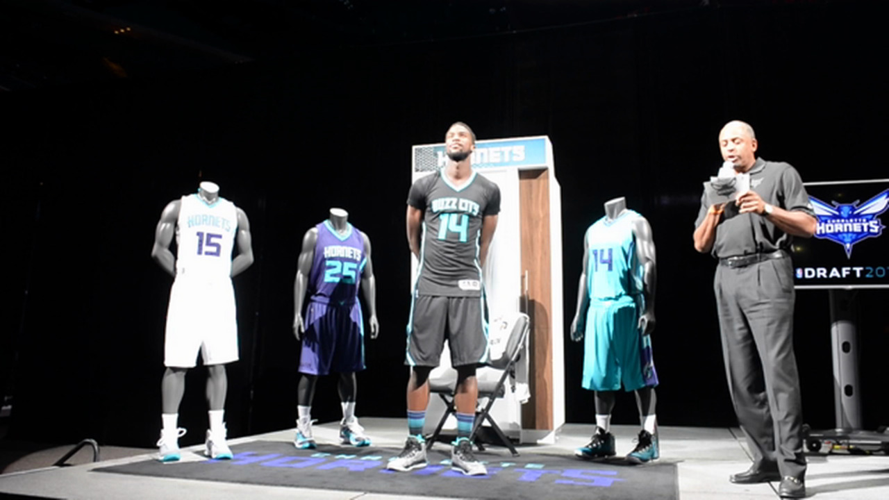 f6f084c6e08 Charlotte Hornets reveal 'Buzz City' black alternate uniforms | Charlotte  Observer