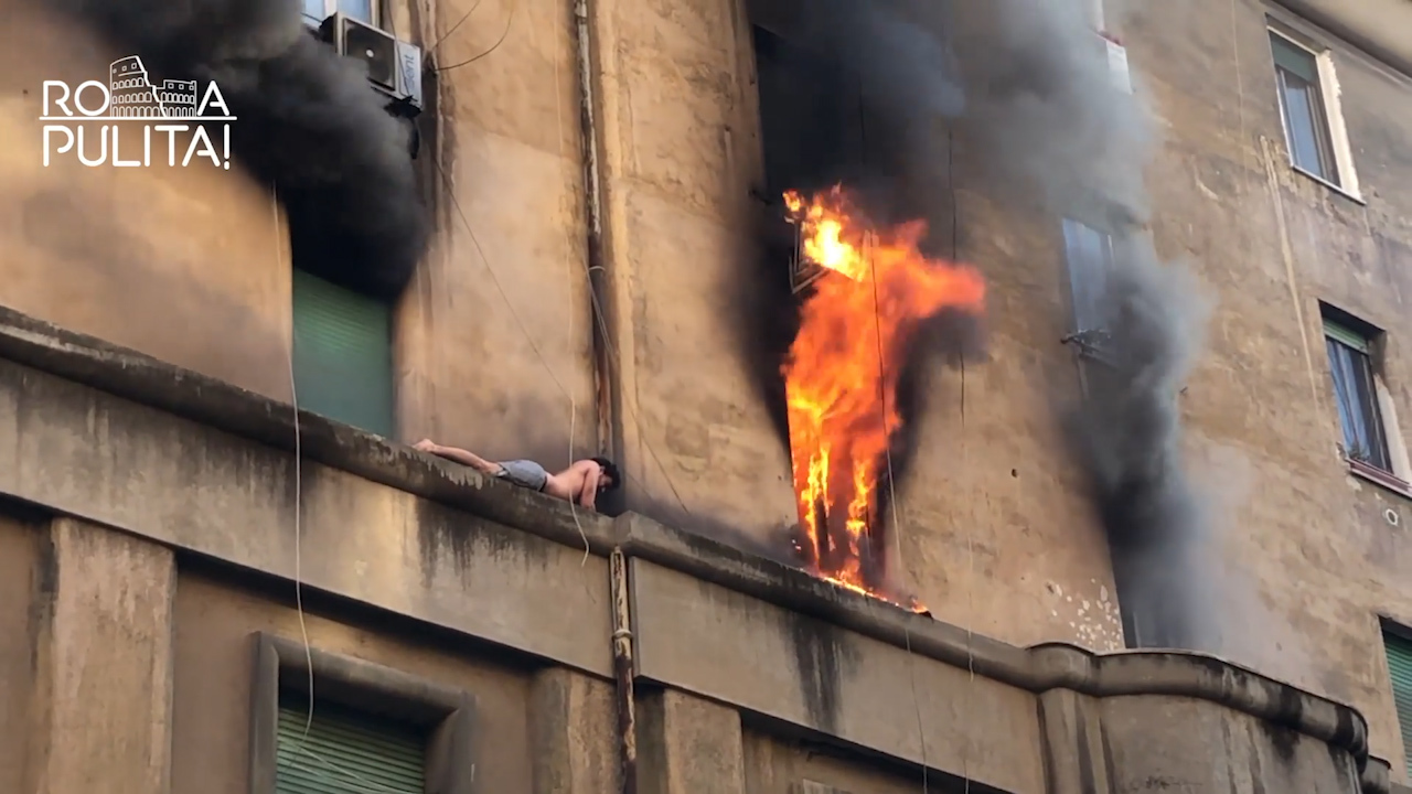 Desperate man clings to 11-inch ledge of burning building for 30 minutes, video shows