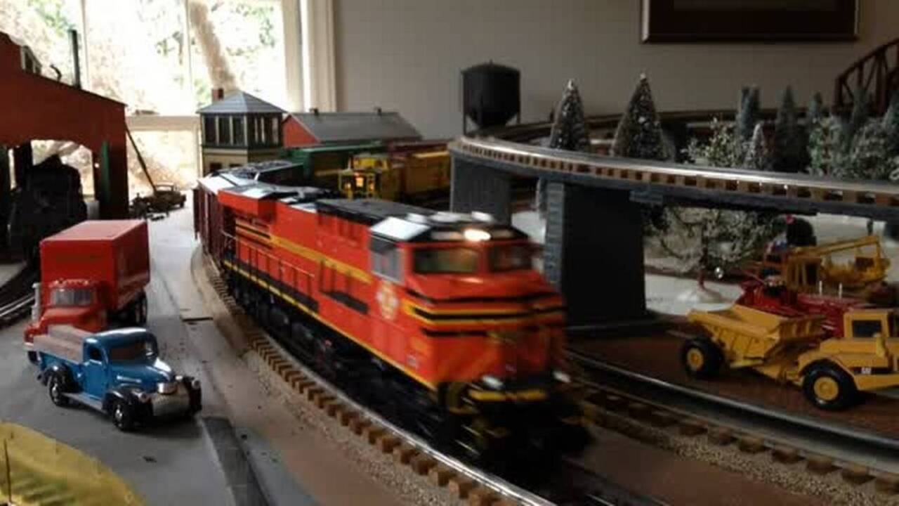 Matthews museum is all aboard for Johnson family's train collection