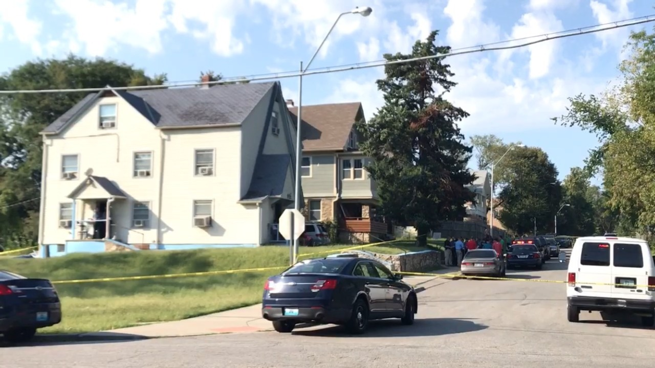 Man shot and killed after argument at Kansas City apartment; police seek suspect