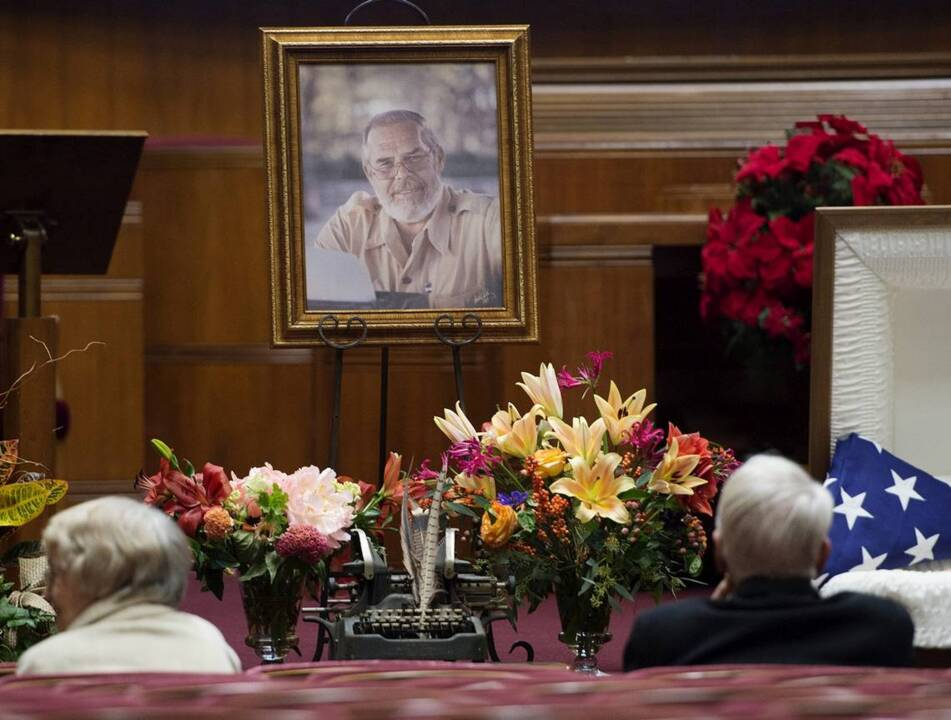 C.W. Gusewelle visitation draws hundreds of mourners to Unity Temple in Kansas City