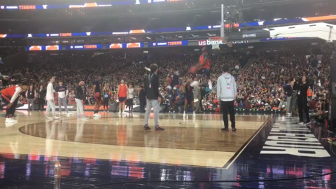 Auburn Tigers practice in front of Final Four fans in Minneapolis