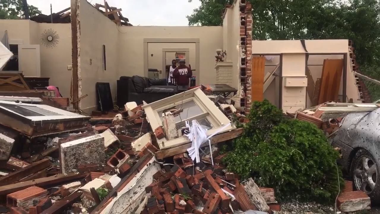 'Is this place about to fall?': Man heard no sirens when tornado hit Jeff City hotel