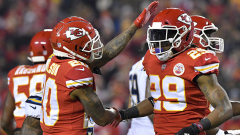 Chiefs S Eric Berry is introduced for his first game since 2017
