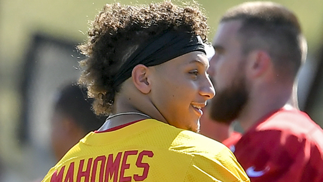 Kc Chiefs Qb Mahomes And His Hairdo Are Ready For Preseason The