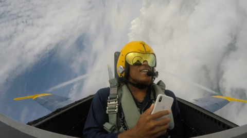 Chiefs receiver Demarcus Robinson takes a different kind of flight: with Blue Angels