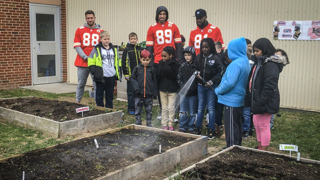 Chiefs tight ends help kids plant vegetable garden at Luff Elementary