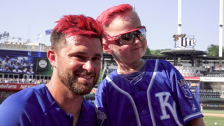 Royals' Drew Butera dyed his hair pink for cancer survivor