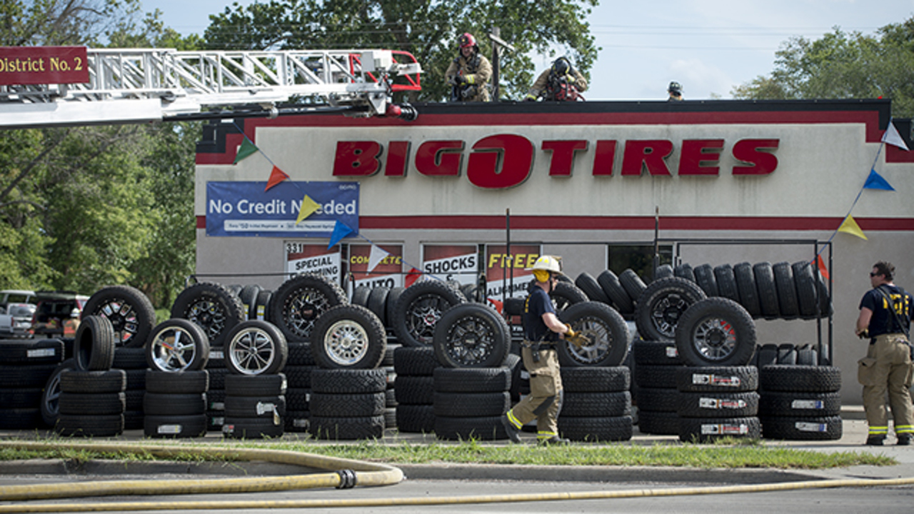 Tire Fire Causes Damage To Big O Tire Store In Gardner Kan The