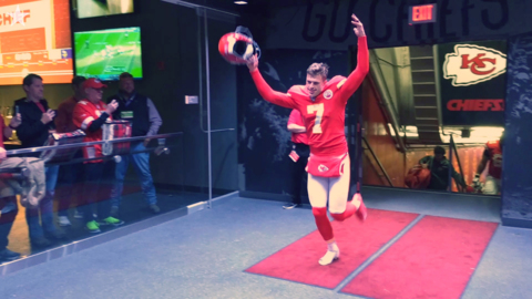 Chiefs players roar off field after last-second win against Vikings