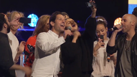 Watch: At Big Slick auction, Rudd, Mahomes, Selena Gomez and friends sing and hug