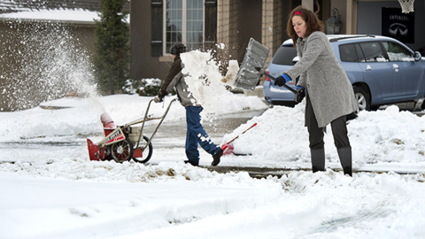 After 3-inch snowfall, Kansas City streets still covered and road crews short workers