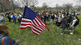 Students rally for gun control at Gillham Park