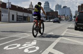Women's cycling group tests out new bike lanes in Kansas City