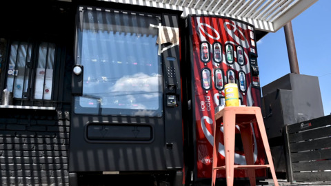 Midnight barbecue craving? In a hurry? Jones Bar-B-Q vending machine has got you covered