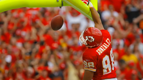 Looking back on the career of former Chiefs TE Tony Gonzalez