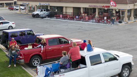 Drive-in concert helps restaurant fill lot with diners during COVID-19 restrictions
