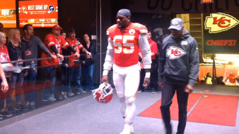Chiefs head to locker room following 31–24 loss to Texans