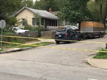 Residents find homicide victim after checking to see who was pounding on door in KC