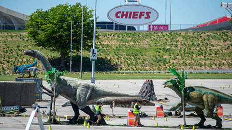 Life-size dinosaurs take over the parking lot of Arrowhead Stadium