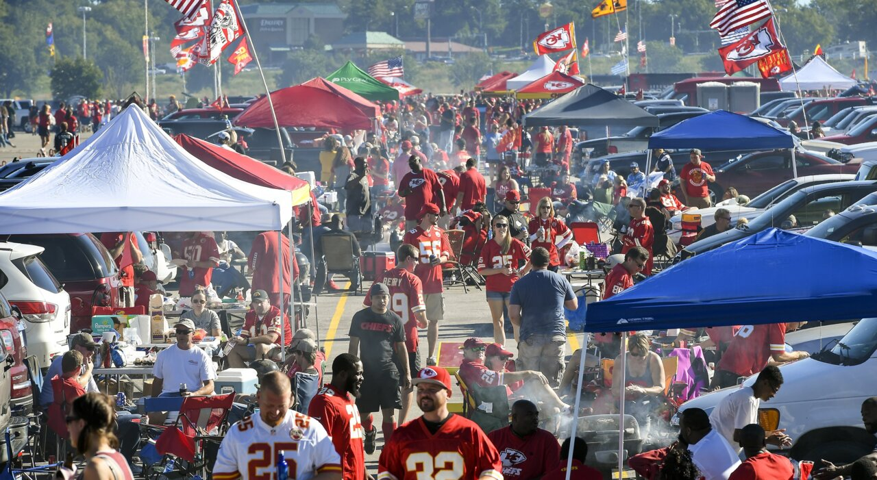 Titans fan was 'blown away by how well we were treated' by Chiefs fans on Sunday